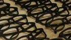 Empresa en Ucrania hace gafas de sol con residuos de café