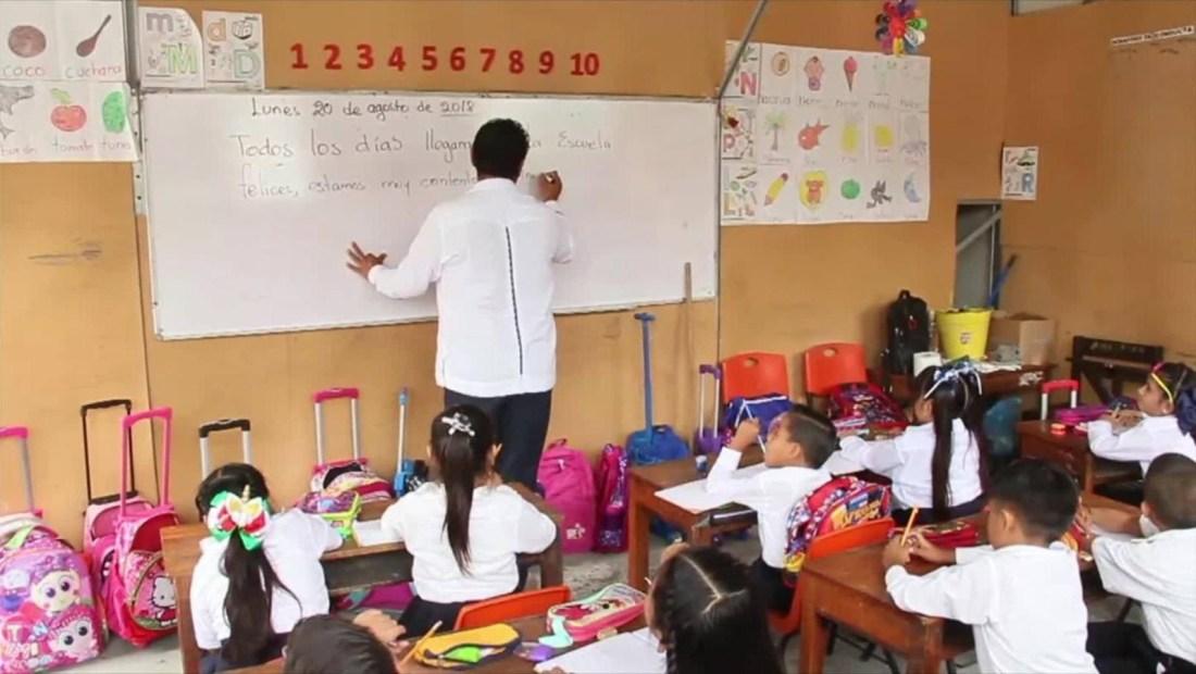 Analistas señalan que la nueva reforma educativa beneficia a los sindicatos de maestros