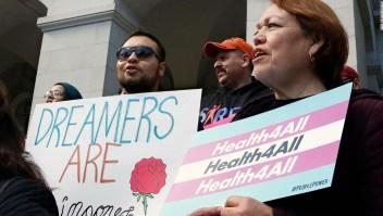Demócratas quieren dar atención médica a inmigrantes indocumentados