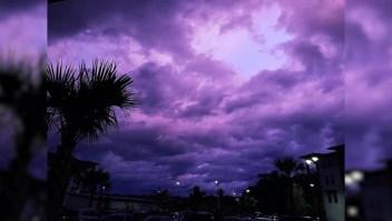 El cielo se tornó púrpura después del paso de Dorian