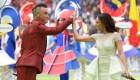 Cantó para el mundo junto a Robbie Williams