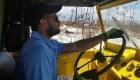 Argentino rescató a varias víctimas de Dorian con su camión