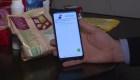 El celular, aliado en Argentina para cuidar el dinero