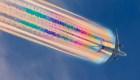 Así se ve el rastro de arcoíris que dejan los aviones