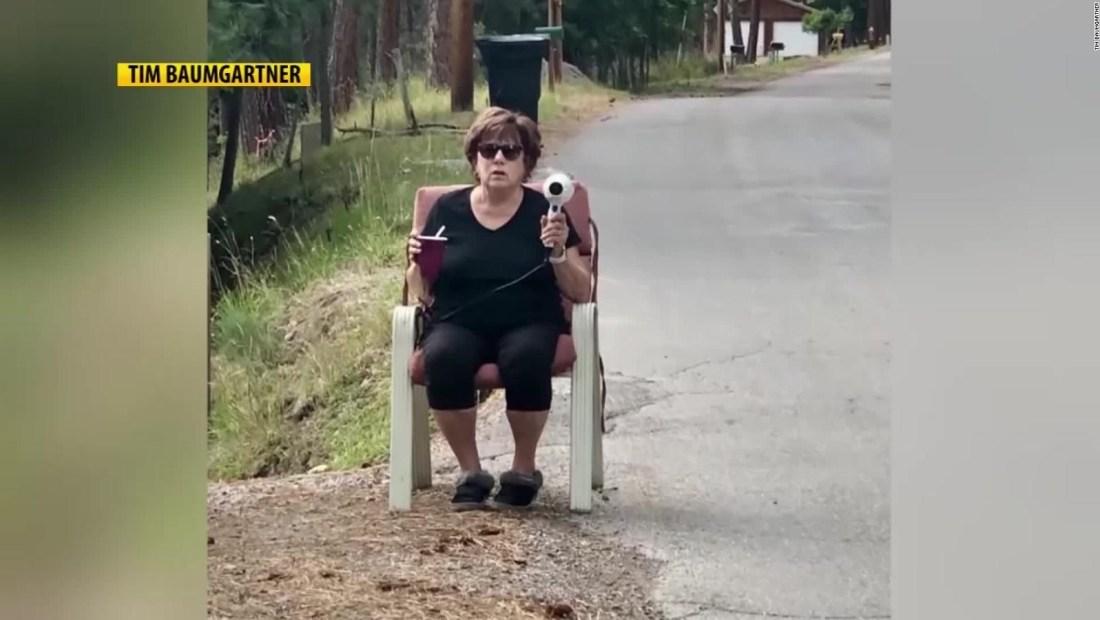 Esta abuela se puso manos a la obra