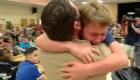 Tras meses de vivir en Iraq, papá militar sorprende a sus hijos