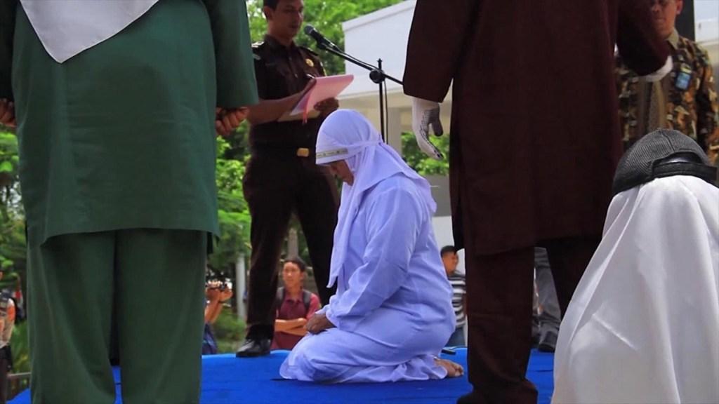 Se aplaza la revisión de la criminalización del sexo fuera del matrimonio en Indonesia