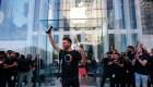 Clientes de Apple hacen fila para conseguir el iPhone 11