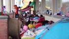 Llegan cientos de mexicanos a frontera en Ciudad Juárez