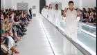 Una modelo lidera la protesta en pasarela contra la firma Gucci