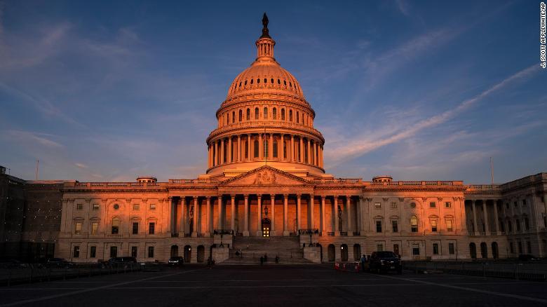 La Cámara Aprueba el Paquete de Ayuda Contra el Covid de $ 1.9 billones de Joe Biden