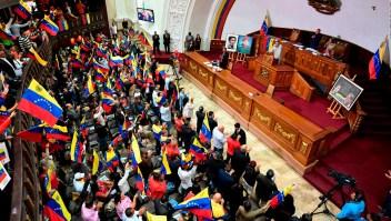Diputados exiliados hablan en el Congreso de Colombia