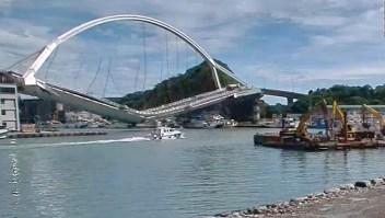 Impresionante derrumbe de un puente deja cuatro muertos
