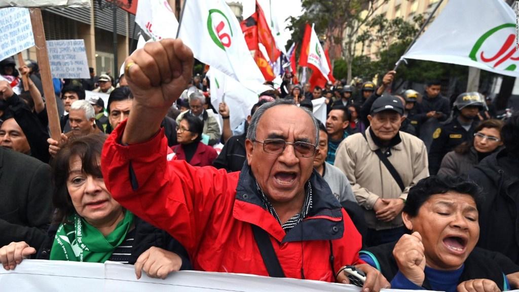 Los peruanos reaccionan a la postura del presidente Vizcarra