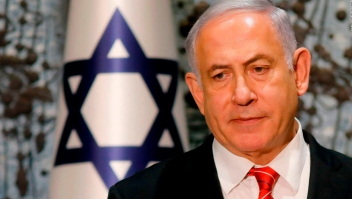 Netanyahu enfrenta a la justicia en su primera audiencia