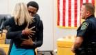 Ella mató a su hermano y él pidió abrazarla en el juicio