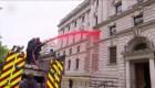 Edificio del Tesoro queda cubierto en sangre falsa