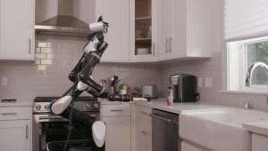Entrenan robots para ayudar a personas mayores