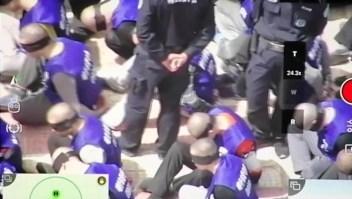 Perturbador video muestra a hombres atados y vendados