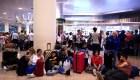 Turistas hacen vigilia en aeropuerto de Barcelona por temor a protestas