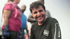 El hombre que limpia las playas de Mumbai