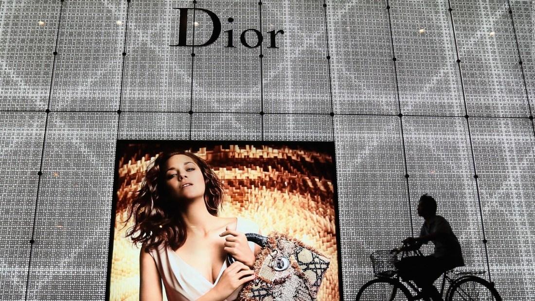 Dior se disculpa con China por controversial mapa