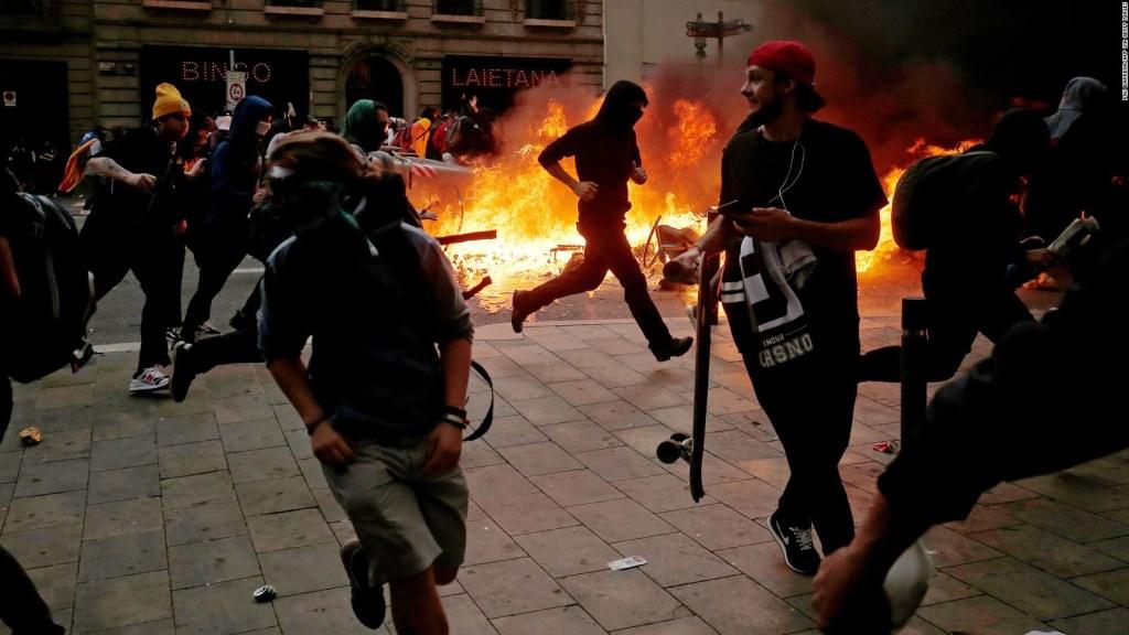 Violencia y llamas en Barcelona