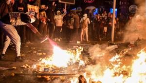Otra noche de tensión extrema en Barcelona