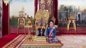 Tailandia: el rey retira condecoraciones de su consorte