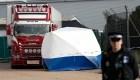 Investigan caso de 39 cuerpos en un camión