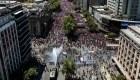 Masiva manifestación se enfrenta a carabineros en Chile