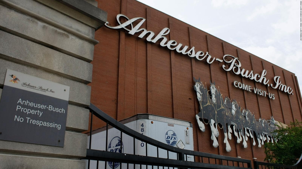 Caen las ventas en China de la cervecera AB InBev