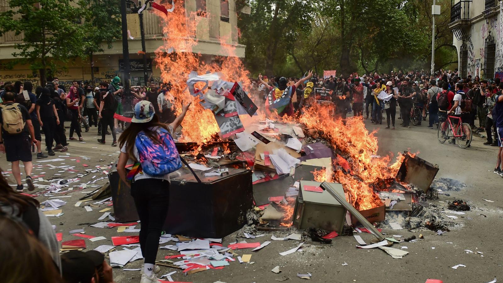 Las Protestas En Chile Desde Adentro Asi Se Vive Una De Las Marchas Mas Concurridas Video Cnn