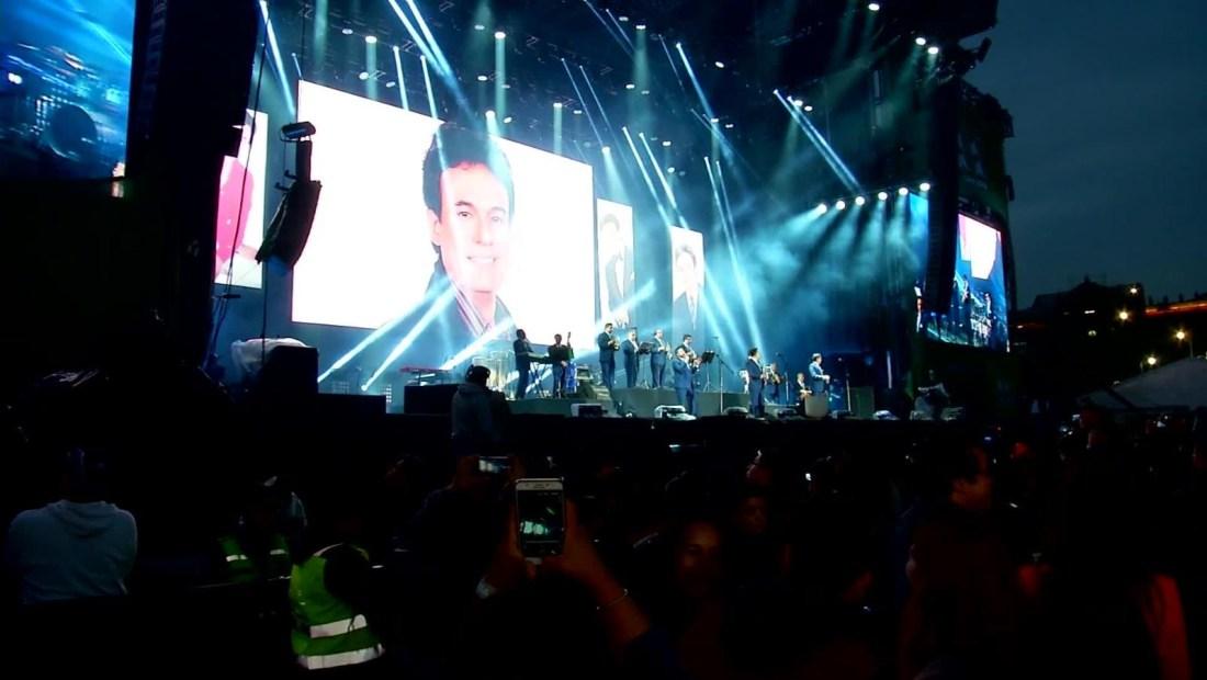 Realizan tributo a José José en el Zócalo de Ciudad de México