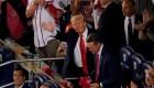 Trump recibe aplausos y abucheos en un partido de béisbol