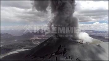 Espectacular erupción del volcán Sabancaya enPerú