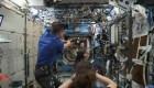 Estos astronautas jugaron béisbol en gravedad cero