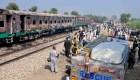 Explosión en tren causa tragedia en Pakistán
