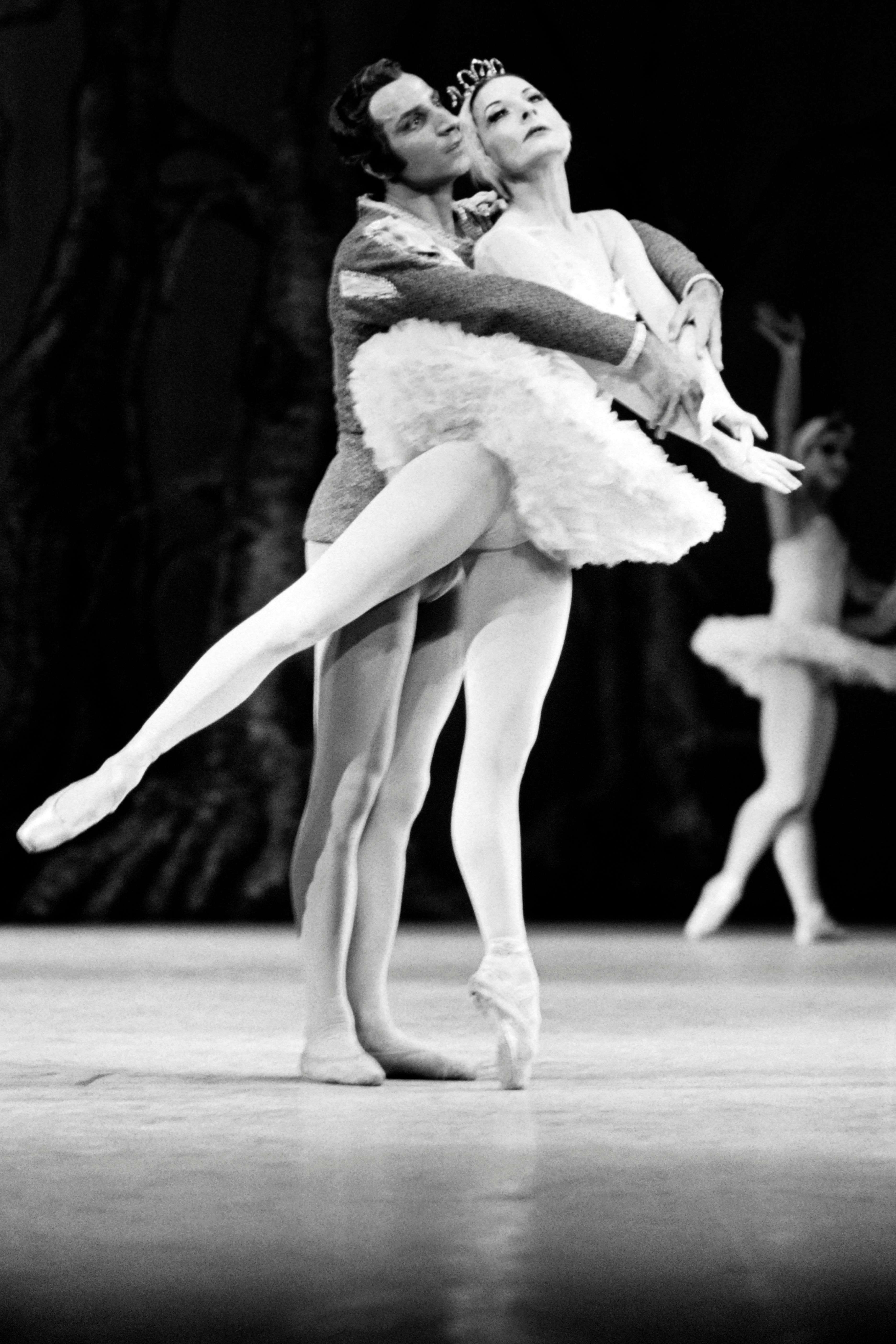"""Cuban prima ballerina assoluta Alicia Alonso (R) and Russian Azari Plisetski perform """"Swan Lake"""" at the Chmap Elysées theater Paris on December 1, 1970. (Photo by - / AFP) (Photo credit should read -/AFP/Getty Images)"""