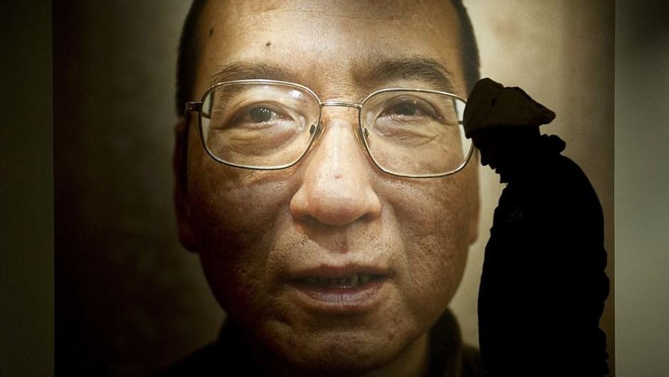 """El Premio Nobel de la Paz 2010, el disidente Liu Xiaobo: """"Por su larga y lucha no violenta por los derechos humanos fundamentales en China""""."""