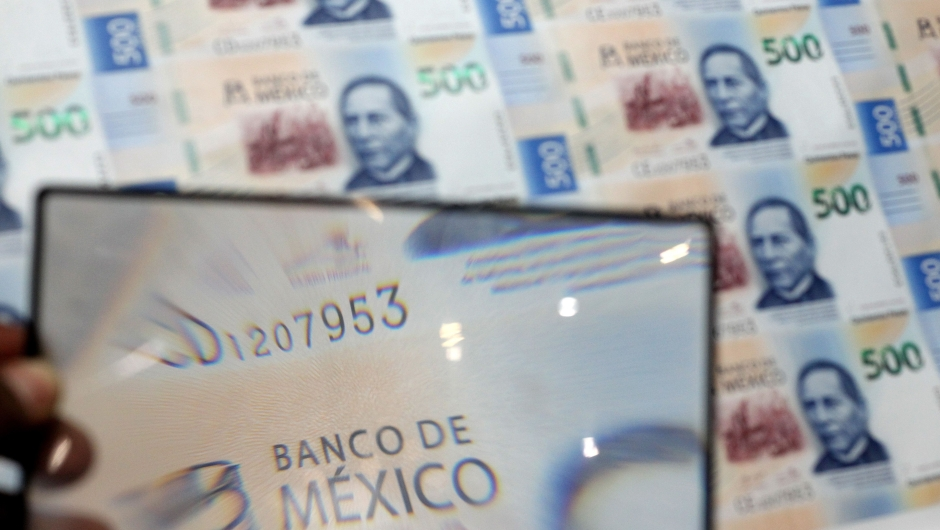 An employee checks the quality of 500 Mexican Pesos banknotes at the Bank of Mexico printing facility, in El Salto, Jalisco state, Mexico on January 24, 2019. - The recently inaugurated currency printing facility of the Bank of Mexico, involved a 3,636 million Mexican Pesos (191 million Dollars) investment and is responsible for the production of one third of Mexico's banknotes. (Photo by Ulises Ruiz / AFP) (Photo credit should read ULISES RUIZ/AFP/Getty Images)