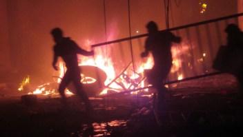 Manifestantes incendian oficinas electorales en Sucre, Bolivia