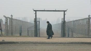 Sobreviviente de Auschwitz es asediada por antisemitas