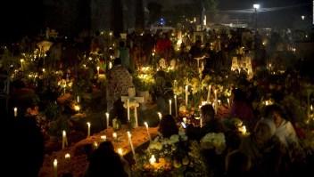 La tradicional llegada de los fieles difuntos en Michoacán
