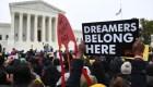 Jóvenes esperan la decisión de la Corte Suprema sobre DACA