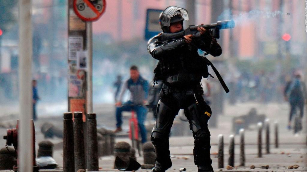 Toques de queda en Bogotá: hay policías y militares en las calles