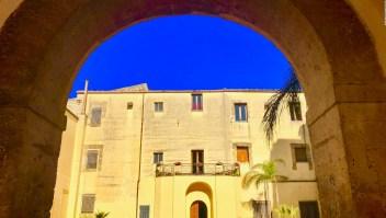 Este pueblo de Sicilia vende casas por un euro