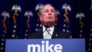 Aspirantes demócratas buscan opacar candidatura de Bloomberg