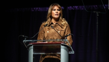 Abuchean a Melania Trump en la Universidad de Maryland