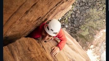 Escalador ciego sube una roca de 137 metros en Escocia